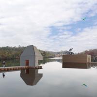 湖畔の小屋